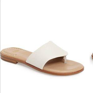 NWOT Johnston & Murphy Raney Flip Flops